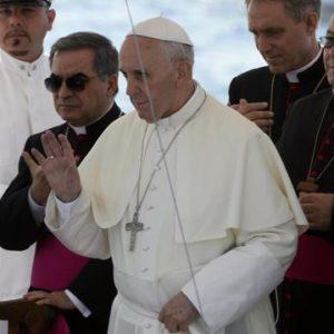 Communiquer avec les morts ? Prier pour eux, dit le pape